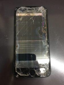 全体に割れてしまって液晶が点かないiPhone7