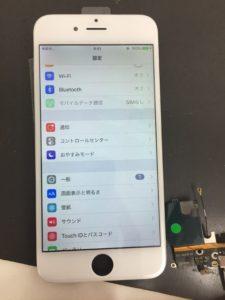 修理途中のiPhone