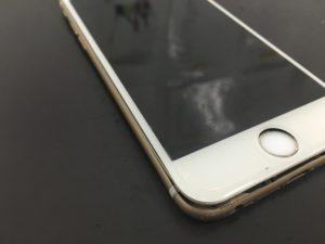無残に画面が外れたiPhone画像