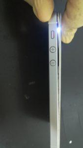 バッテリーが膨張したiPhone画像