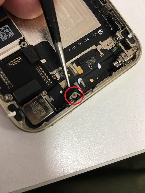 iPhone 隠しネジ