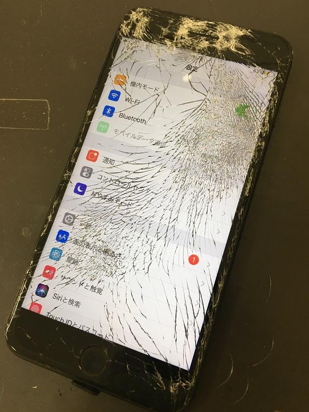 ガラスがバキバキになっているiPhone6