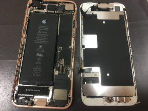 分解後のiPhone8