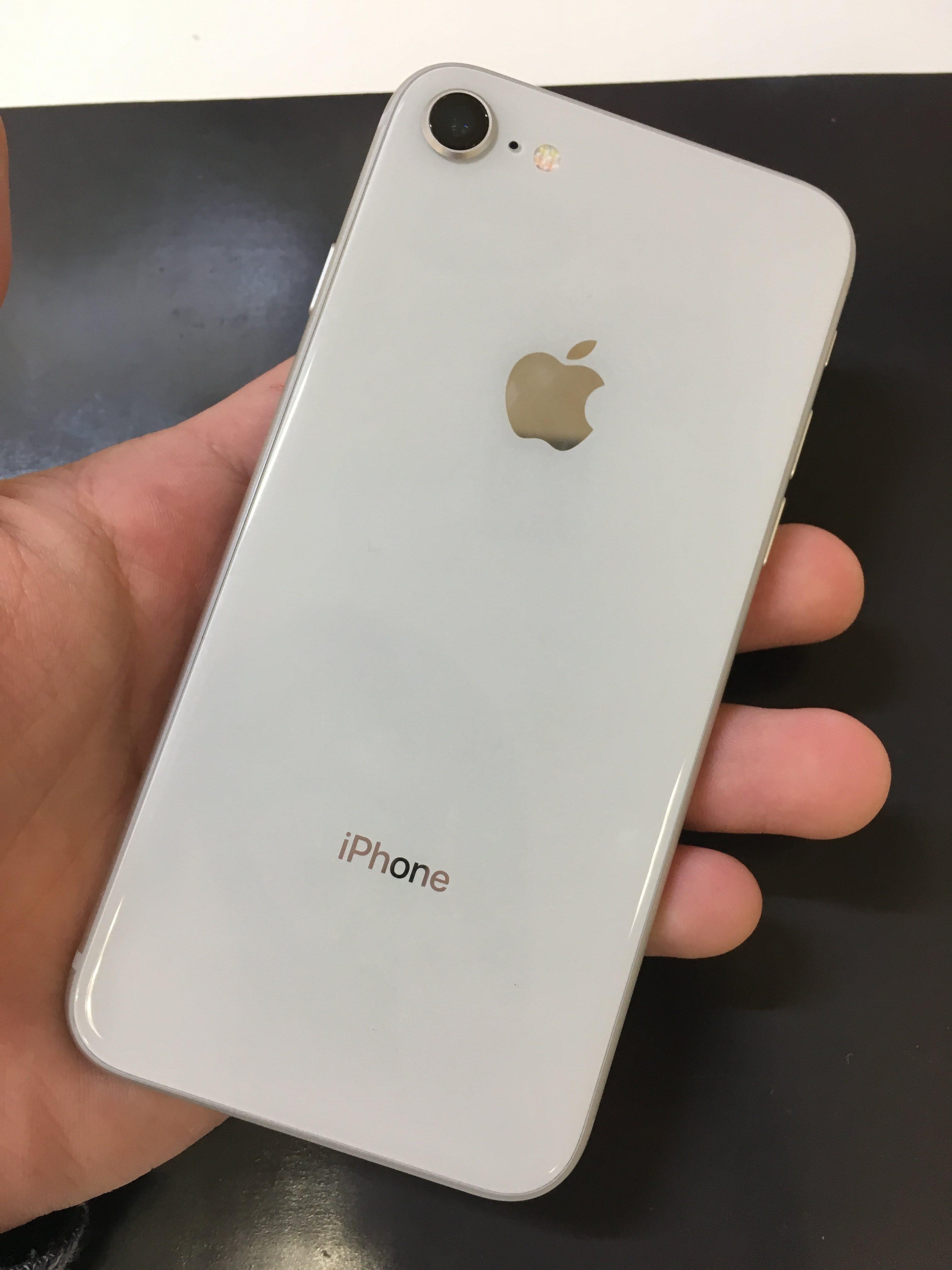 iPhone8の背面ガラス