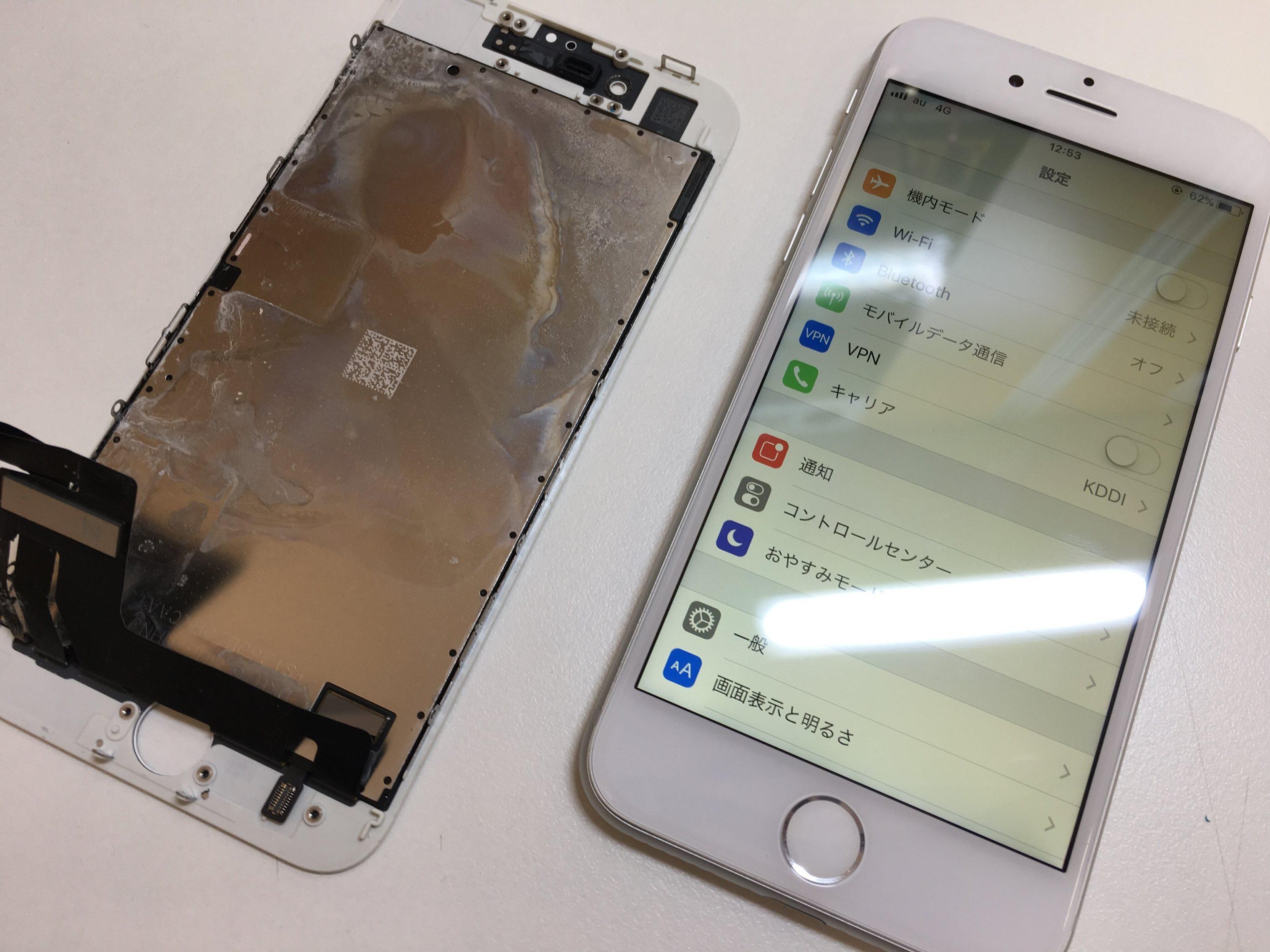 修理後のiPhone8と、修理前の液晶