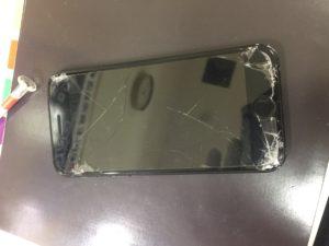 修理前のiPhone7画像