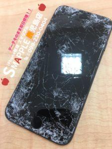車に轢かれてガラスが粉々になったiPhone7