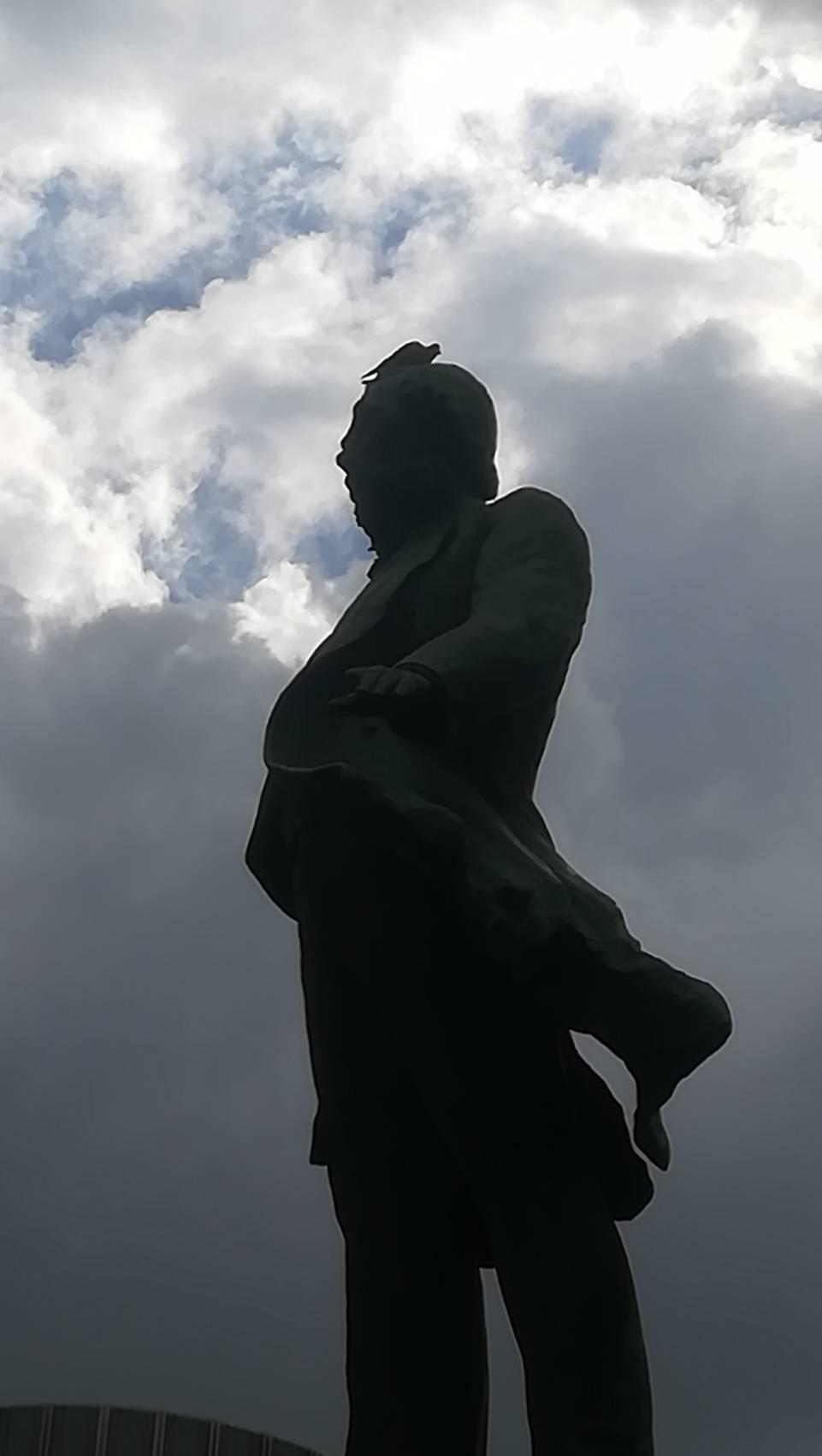 大久保銅像拡大画像