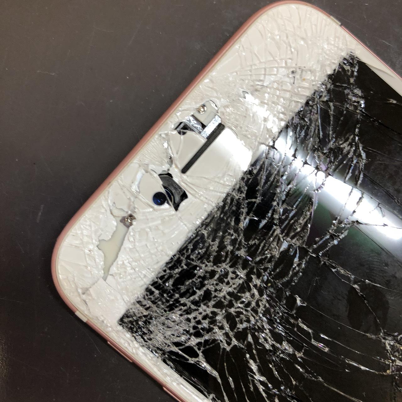 割れたiPhone拡大