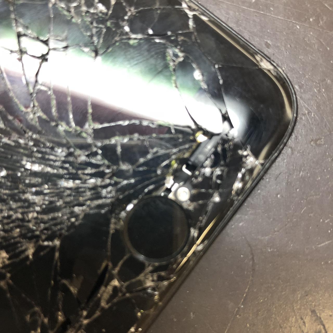 iPhone7のホームボタン付近の破損