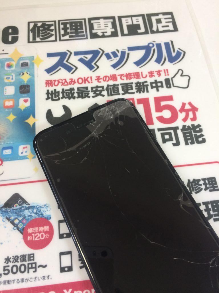 割れたiPhoneのガラス