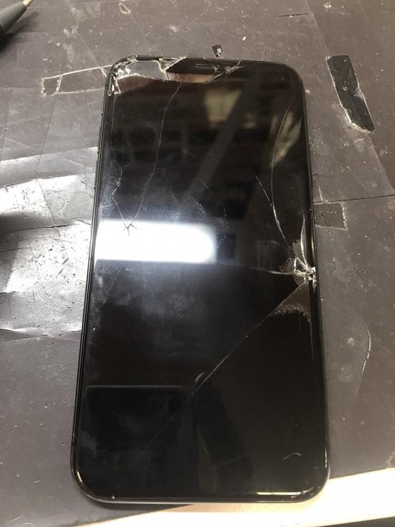 修理前のiPhoneXピクチャ