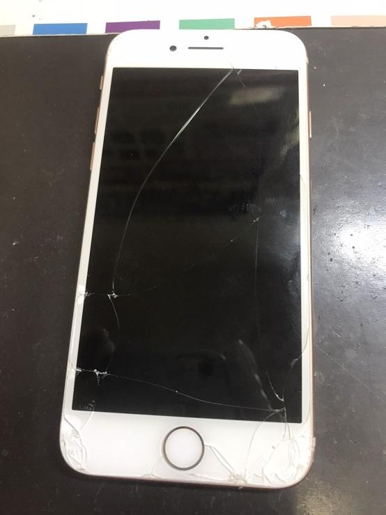 割れたiPhone8画像