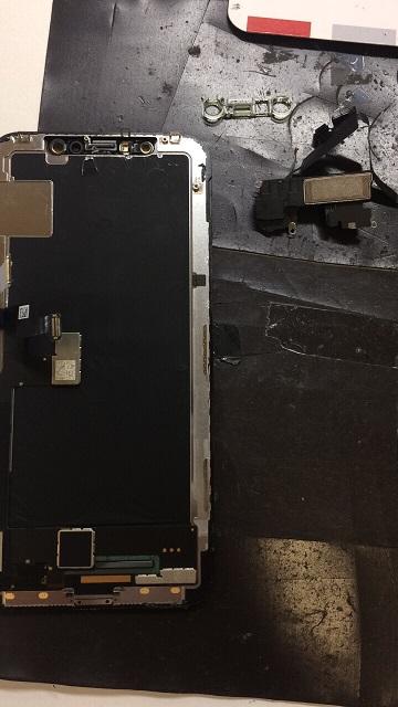 修理中のiPhoneX画像