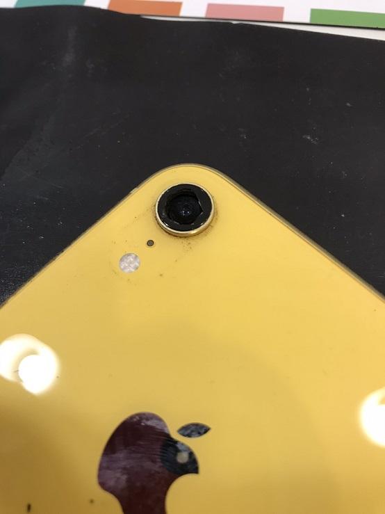 iPhoneXRカメラレンズ修理前