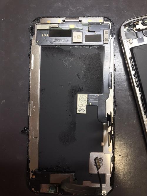 修理中iPhone