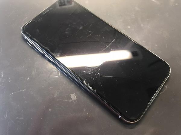 修理前iPhone